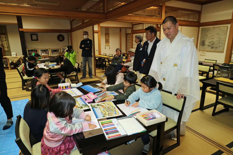法蔵寺で北斎サミット記念写生大会開催